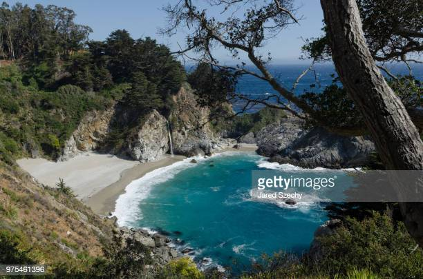 elevated view of rugged coast around mcway falls, big sur, california, usa - mcway falls stock pictures, royalty-free photos & images