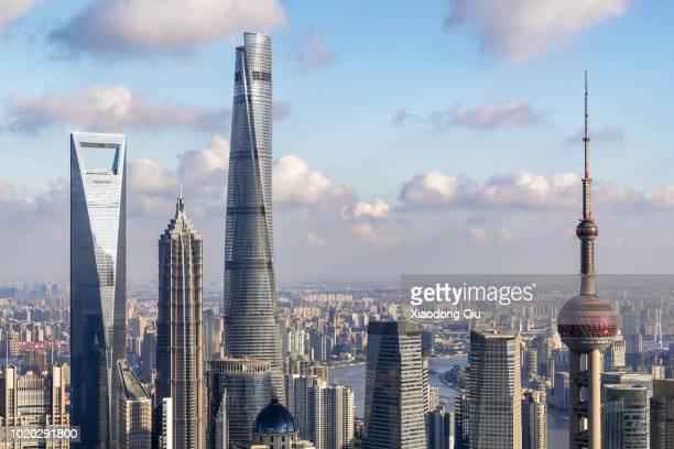 elevated view of shanghai lujiazui at dusk - shanghai world financial center - fotografias e filmes do acervo