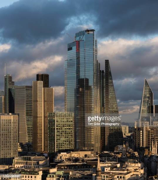 elevated view of the city of london's financial district skyline - tim grist stock pictures, royalty-free photos & images
