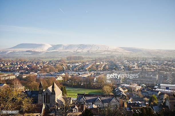 elevated view of town, clitheroe, lancashire, uk - lancashire stock pictures, royalty-free photos & images