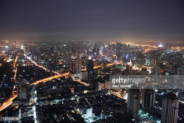 elevated view over city of bangkok at night - yeowell foto e immagini stock
