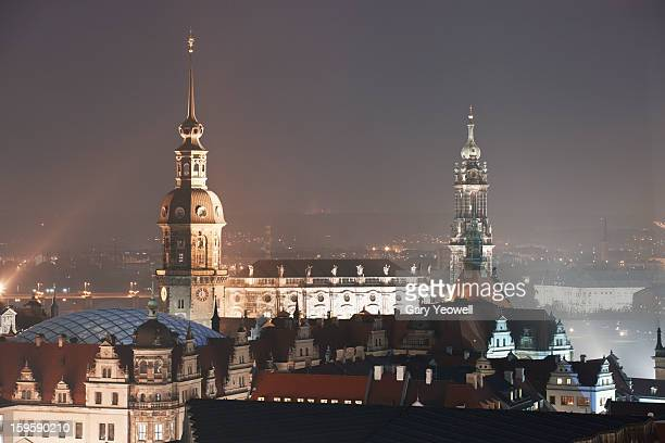 elevated view over dresden city skyline at dusk - yeowell foto e immagini stock