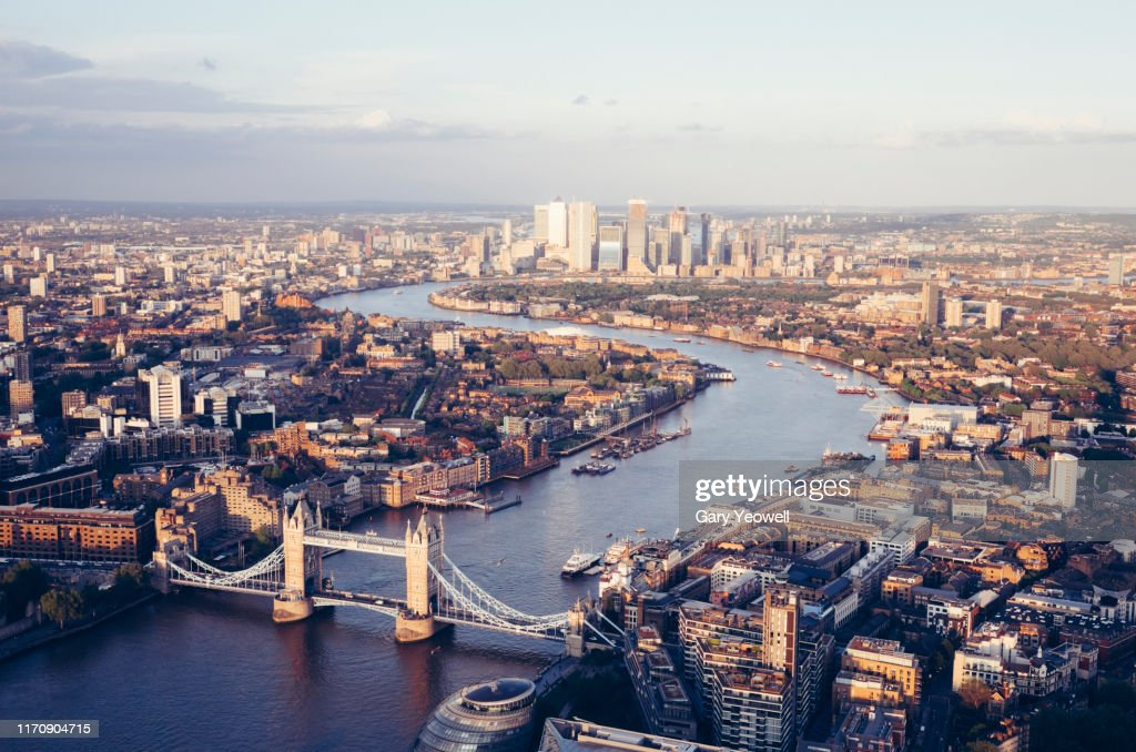Elevated view over London city skyline at sunset : Foto stock