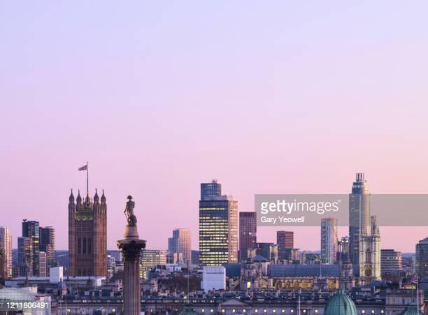 elevated view over london city skyline at sunset - londen stadgebied stockfoto's en -beelden