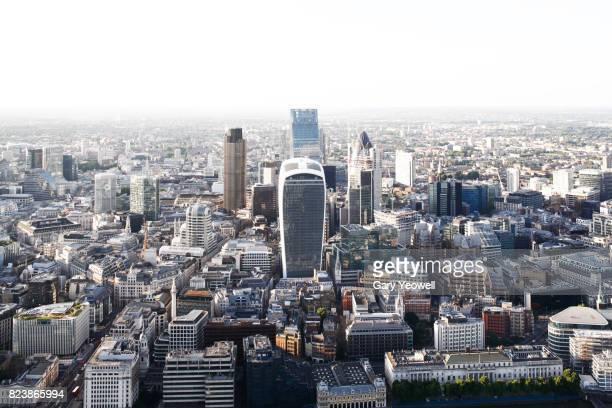 elevated view over london city skyline - cidade de londres - fotografias e filmes do acervo