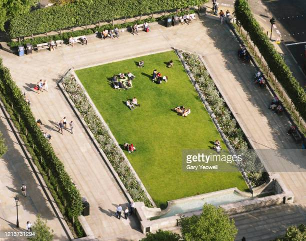 elevated view over people in a london park - copy space stock pictures, royalty-free photos & images
