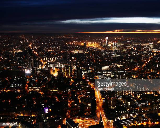 elevated view over south london at dusk - yeowell foto e immagini stock