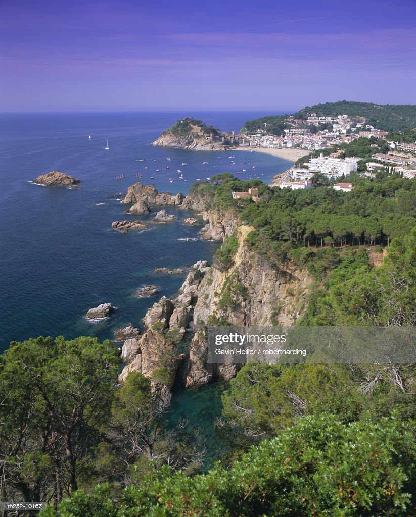 Elevated view towards Tossa de Mar, Costa Brava, Catalunya Catalonia Cataluna, Spain, Europe : Foto de stock