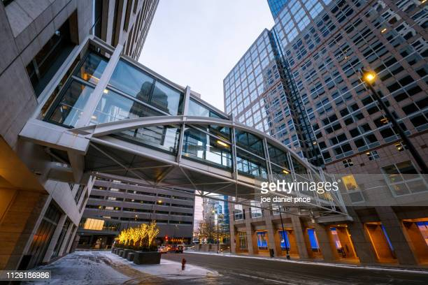 elevated walkway, minneapolis, minnesota, america - elevated walkway stock pictures, royalty-free photos & images