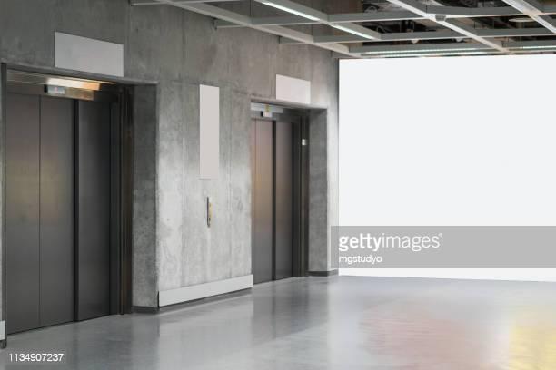 porta do elevador no metro - elevador - fotografias e filmes do acervo