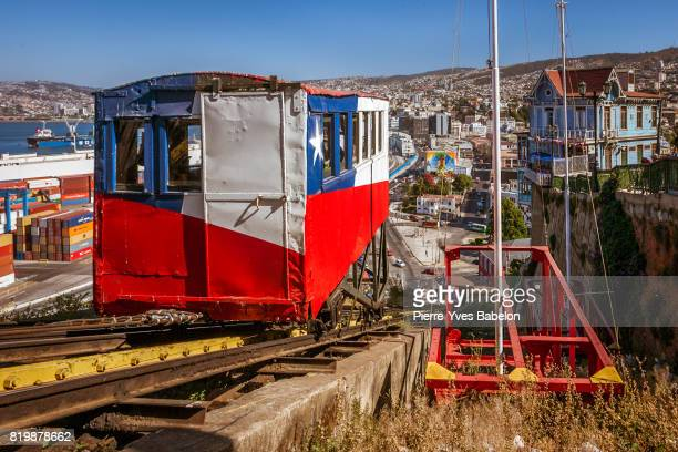 elevator of valparaiso - valparaiso chile stock pictures, royalty-free photos & images
