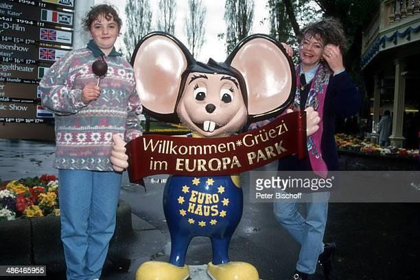 """Elfi Graf, Tochter Heidi, """"Europa Park"""" am , Rust bei Freiburg, Deutschland."""