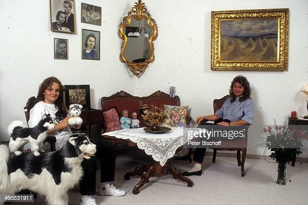 Elfi Graf und Tochter Heidi zu Hause am in Dornbirn, Österreich.