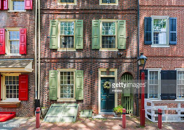 elfreth's alley in philadelphia, pennsylvania, usa - old town stock pictures, royalty-free photos & images
