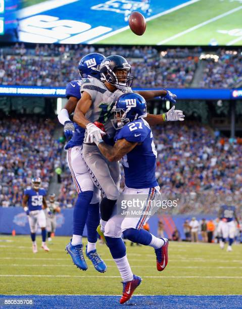 Eli Apple and Darian Thompson of the New York Giants in action against Tyler Lockett of the Seattle Seahawks on October 22 2017 at MetLife Stadium in...