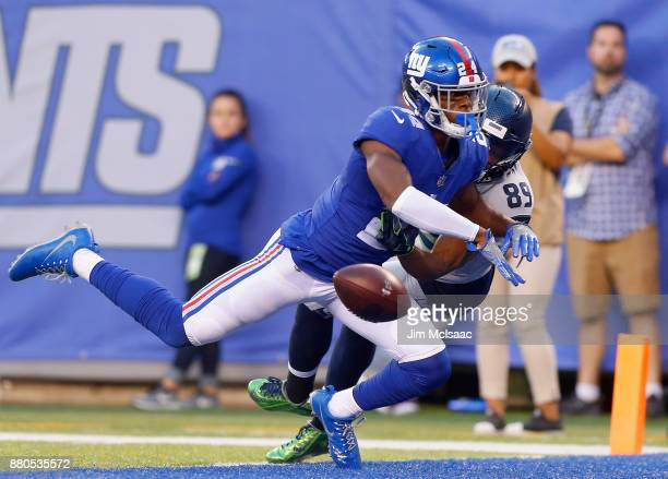 Eli Apple of the New York Giants in action against Doug Baldwin of the Seattle Seahawks on October 22 2017 at MetLife Stadium in East Rutherford New...