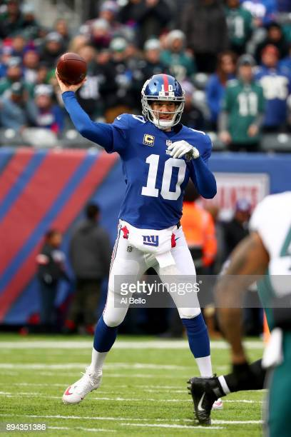 Eli Manning of the New York Giants throws the ball against the Philadelphia Eagles in the game at MetLife Stadium on December 17 2017 in East...