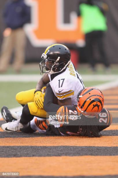 Eli Rogers of the Pittsburgh Steelers hauls in the touchdown pass in front of Josh Shaw of the Cincinnati Bengals during their game at Paul Brown...