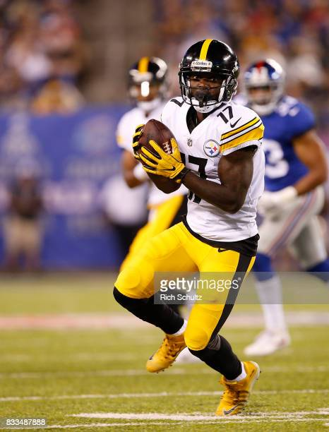 Eli Rogers of the Pittsburgh Steelers in action against the New York Giants during an NFL preseason game at MetLife Stadium on August 11 2017 in East...
