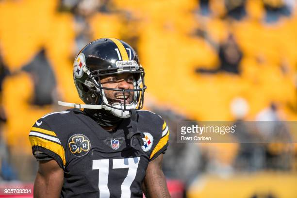 Eli Rogers of the Pittsburgh Steelers participates in warm ups before the AFC Divisional Playoff game against the Jacksonville Jaguars at Heinz Field...