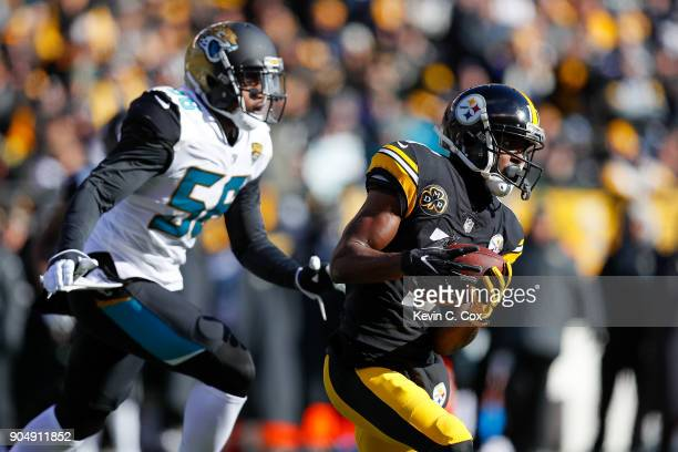 Eli Rogers of the Pittsburgh Steelers runs with the ball after a reception against the Jacksonville Jaguars during the first half of the AFC...