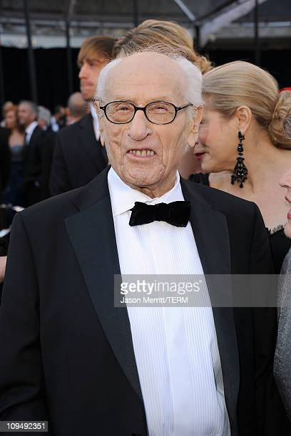 Eli Wallach arrives at the 83rd Annual Academy Awards held at the Kodak Theatre on February 27, 2011 in Hollywood, California.