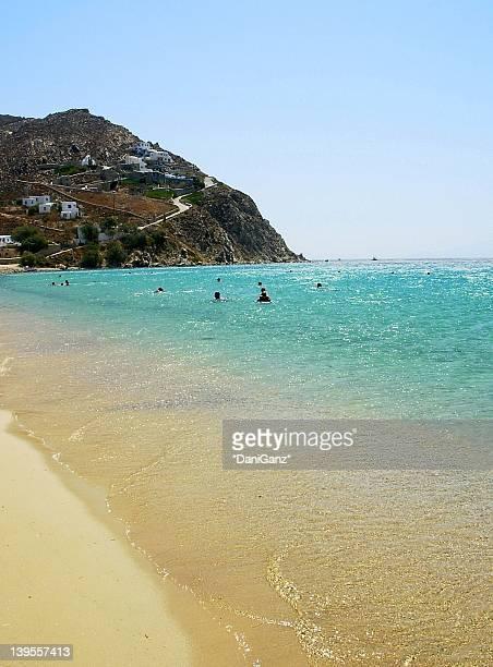 elia beach in mykonos - ver a hora stockfoto's en -beelden