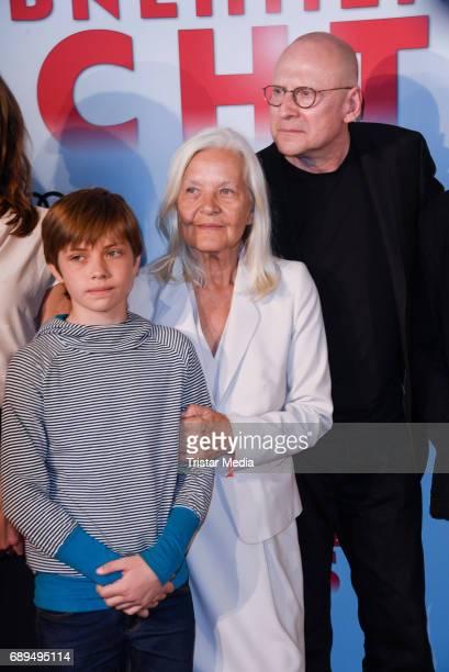 Elias Esser Hildegard Schmahl and Matti Geschonneck attend the premiere 'In Zeiten des abnehmenden Lichts' on May 28 2017 in Berlin Germany
