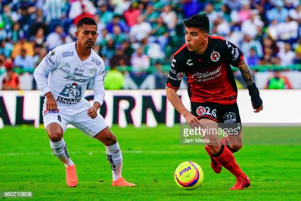 Elias Hernandez of Leon and Luis Mendoza of Tijuana fight for the ball during the 16th round match between Leon and Tijuana as part of the Torneo...
