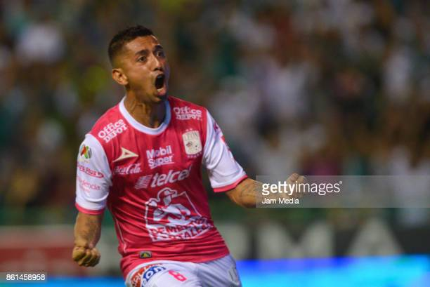 Elias Hernandez of Leon celebrates after scoring the winning goal during the 13th round match between Leon and Tigres UANL as part of the Torneo...