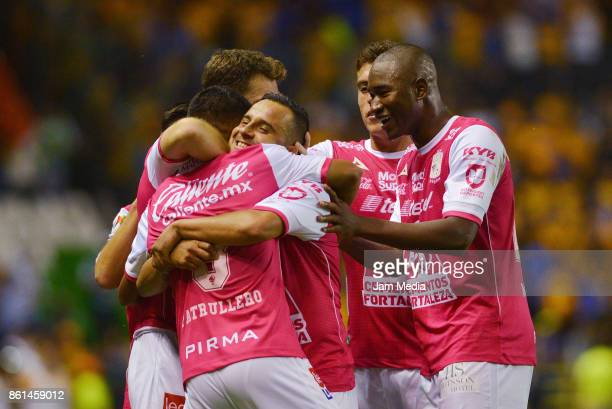 Elias Hernandez of Leon celebrates with teammates after scoring the winning goal during the 13th round match between Leon and Tigres UANL as part of...