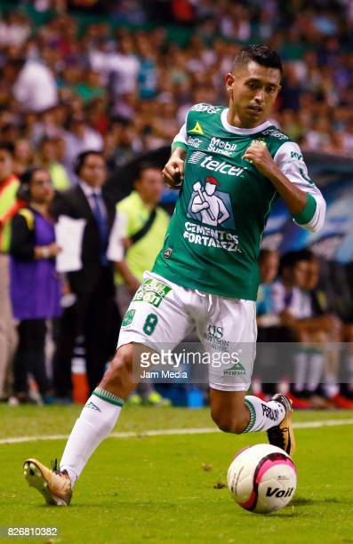 Elias Hernandez of Leon drives the ball during the 3rd round match between Leon and Cruz Azul as part of the Torneo Apertura 2017 Liga MX at Nou Camp...