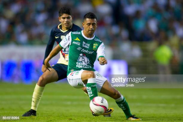 Elias Hernandez of Leon fights for the ball with Carlos Vargas of America during the 11th round match between Leon and America as part of the Torneo...
