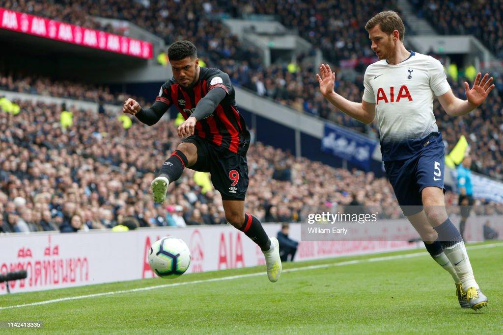 c4a4c02bf Elias Kachunga of Huddersfield Town and Jan Vertonghen of Tottenham ...