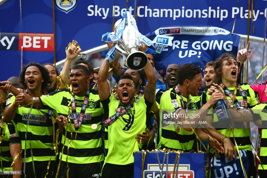 Elias Kachunga of Huddersfield Town celebrates by lifting the Sky Bet Play Off Final trophy during the Sky Bet Championship Play Off Final match between Reading and Huddersfield Town at Wembley Stadium on May 29, 2017 in London, England.