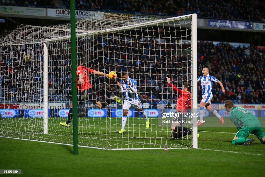 Elias Kachunga of Huddersfield Town scores a goal to make it 3-1 during the Sky Bet Championship match between Huddersfield Town and Brighton & Hove Albion at The John Smiths Stadium on February 2, 2017 in Huddersfield, England.