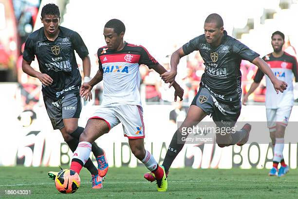 Elias of Flamengo and Willian Arao of Portuguesa in action during the match between Flamengo and Portuguese for the Brazilian Championship Serie A in...