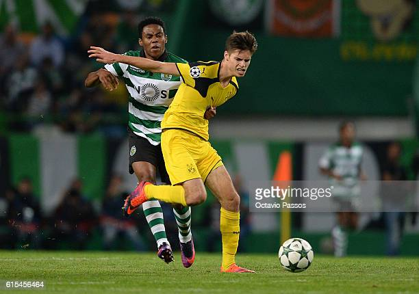 Elias of SC Sporting competes for the ball with Julian Weigl of Borussia Dortmund during the UEFA Champions League match between SC Sporting and...