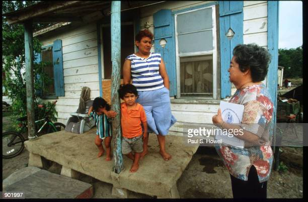 Elida Bocanegra of Valley Interfaith talks to Argentina and her children in Cameron Park colonias April 1996 near Brownsville Texas Colonias are...
