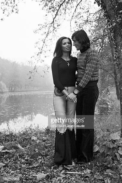 Elie Nastase And His Bride Dominique Grazia En France 4 novembre 1972 Devant un étang portrait en extérieur du joueur de tennis Elie NASTASE et sa...