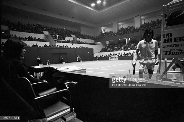 Elie Nastase And His Bride Dominique Grazia Paris 4 novembre 1972 A l'occasion du tournoi de l'Open de Paris Dominique GRAZIA assise à gauche...