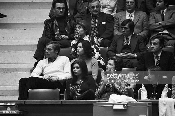 Elie Nastase And His Bride Dominique Grazia Paris 4 novembre 1972 A l'occasion du tournoi de l'Open de Paris Dominique GRAZIA assise au premier rang...