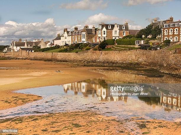 elie reflections at low tide - fife scotland stock pictures, royalty-free photos & images