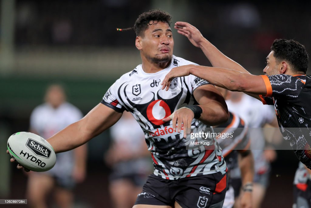 NRL Rd 12 - Tigers v Warriors : News Photo
