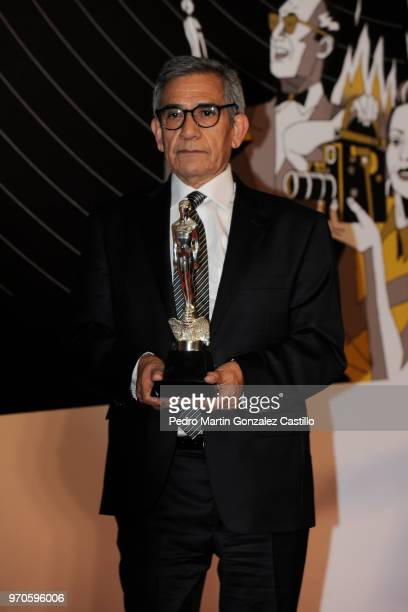 Eligio Meléndez poses with the Ariel Award after winning Best Actor for 'Dream in another language' during 60th Ariel Awards at Palacio de Bellas...