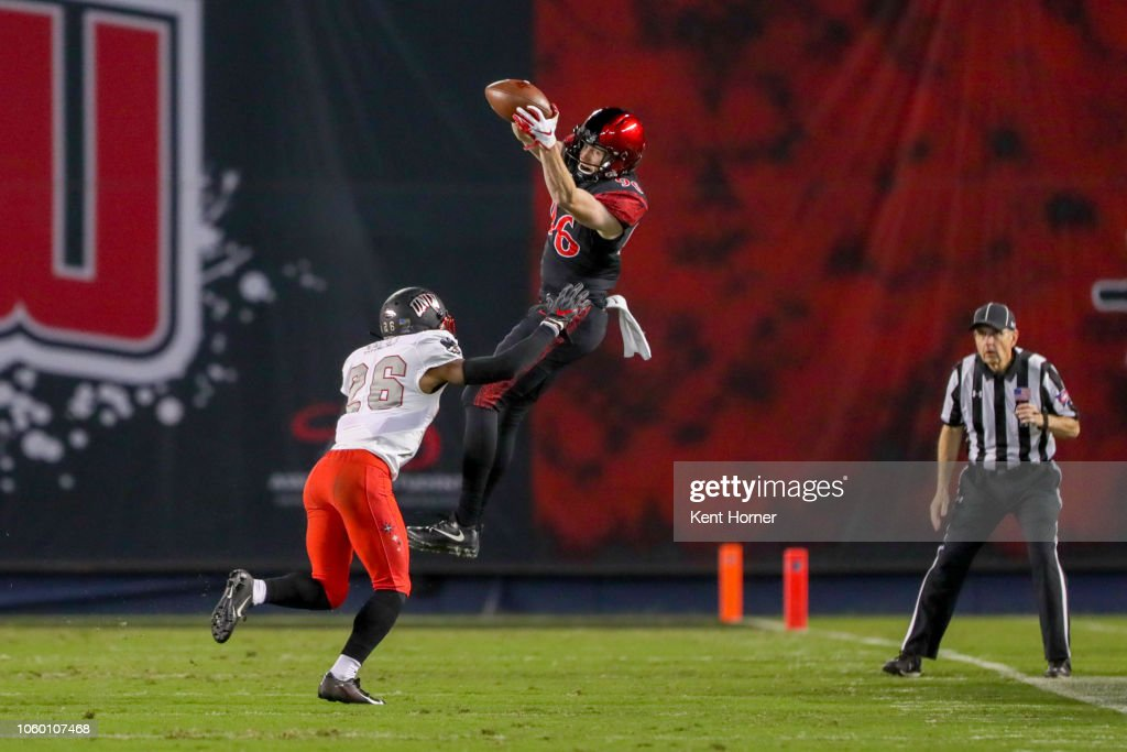 Elijah Kothe of the San Diego State Aztecs catches the ball