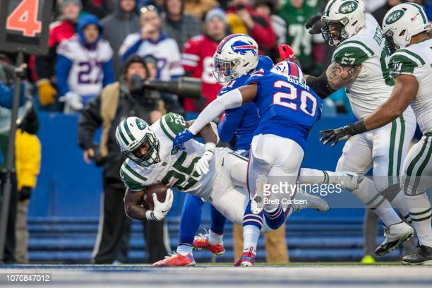 Elijah McGuire of the New York Jets carries the ball on fourth down for the winning touchdown during the fourth quarter against the Buffalo Bills at...