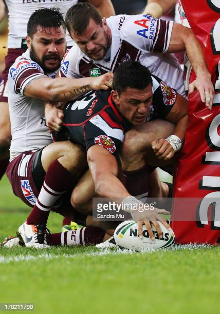 Elijah Taylor of the Warriors scores a try during the round 13 NRL match between the New Zealand Warriors and the Manly Sea Eagles at Mt Smart...