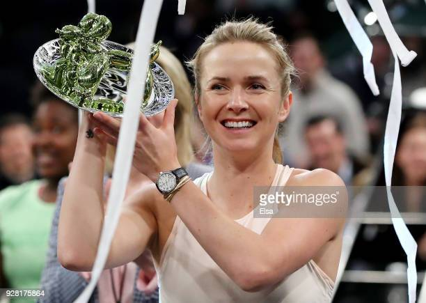Elina Svitolina of the Ukraine poses with the trophy after her win of the Tie Break Tens at Madison Square Garden on March 5 2018 in New York City