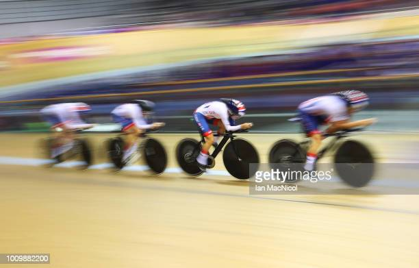 Elinor Barker, Laura Kenny, Eleanor Dickinson and Katie Archibald of Great Britain compete in the women's team persuit qualifying during Day One of...
